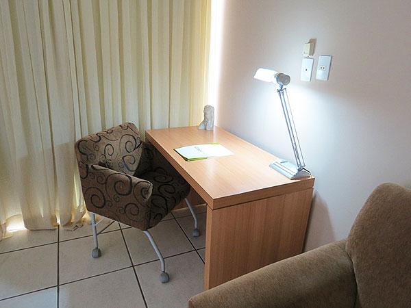 Apartamento-luxo-mesa-de-trabalho